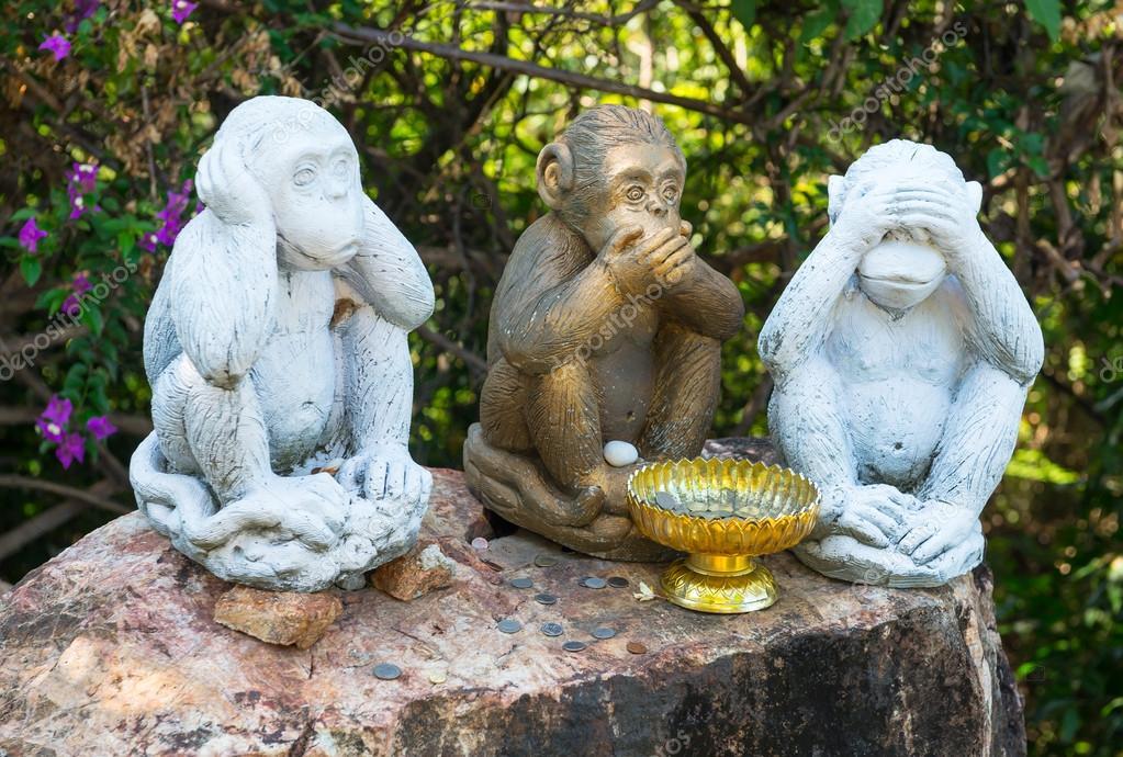Three monkeys monument