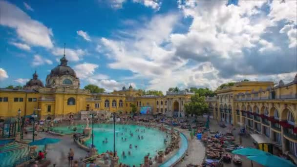 Zeitraffer des Szchenyi-Thermalbades in Budapest, Ungarn