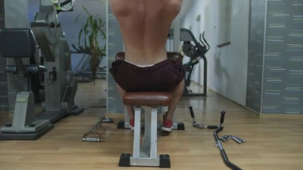 - Male workout in the gym - 4K 60fps normal speed