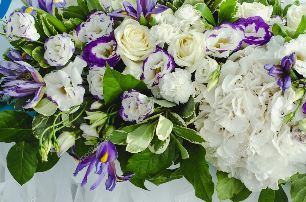Tabella di lusso bellissima ricca decorazione con foglie for Ortensie bianche