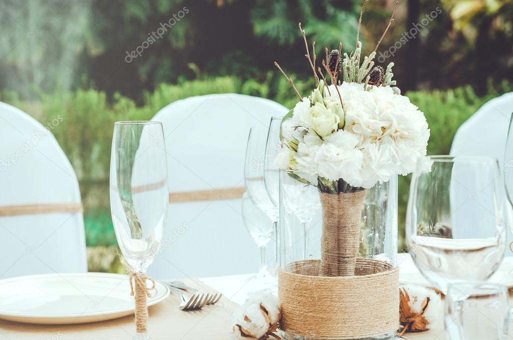 Mesa para una fiesta evento o banquete de recepción de bodas. Ramo ...