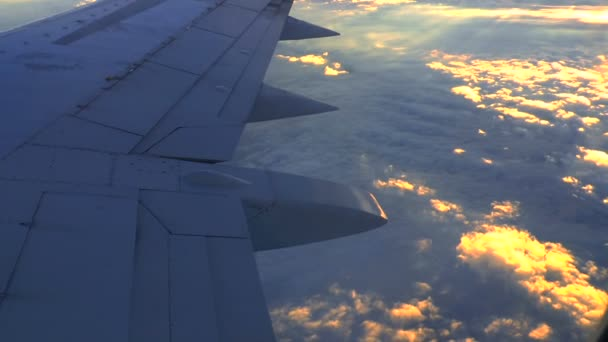 Západ slunce z okna letadla