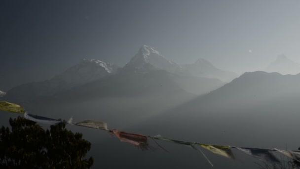 buddhistische Gebetsfahnen im Himalaya, in Nepal