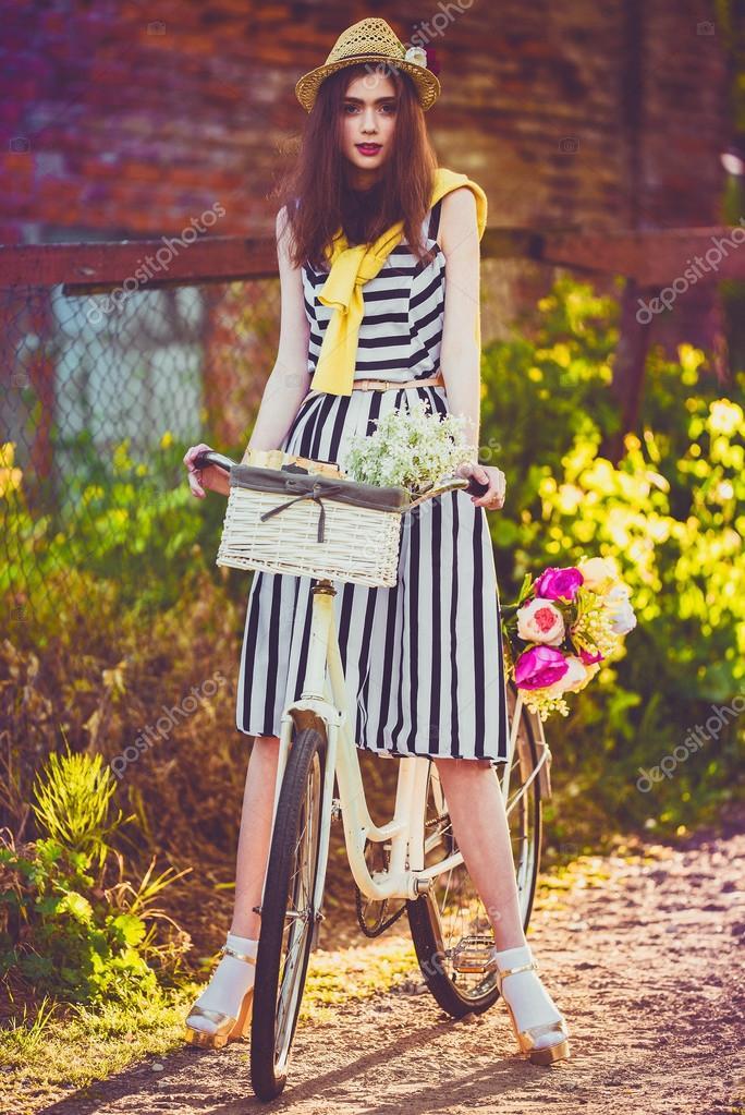 Деревенские девушки на велосипедах фото фото 581-401