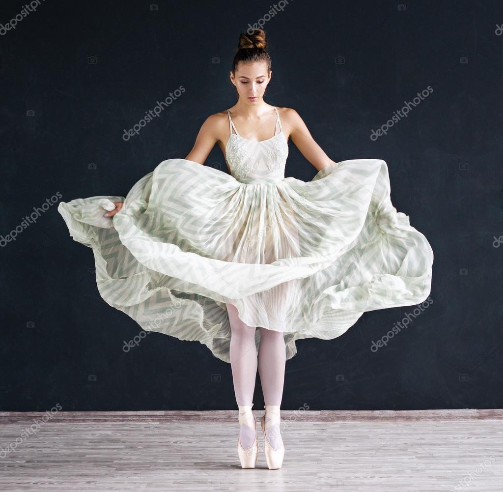 En De Moderne Sur Portrait La Danseuse Fond Ballet Blanche Robe EDH9I2