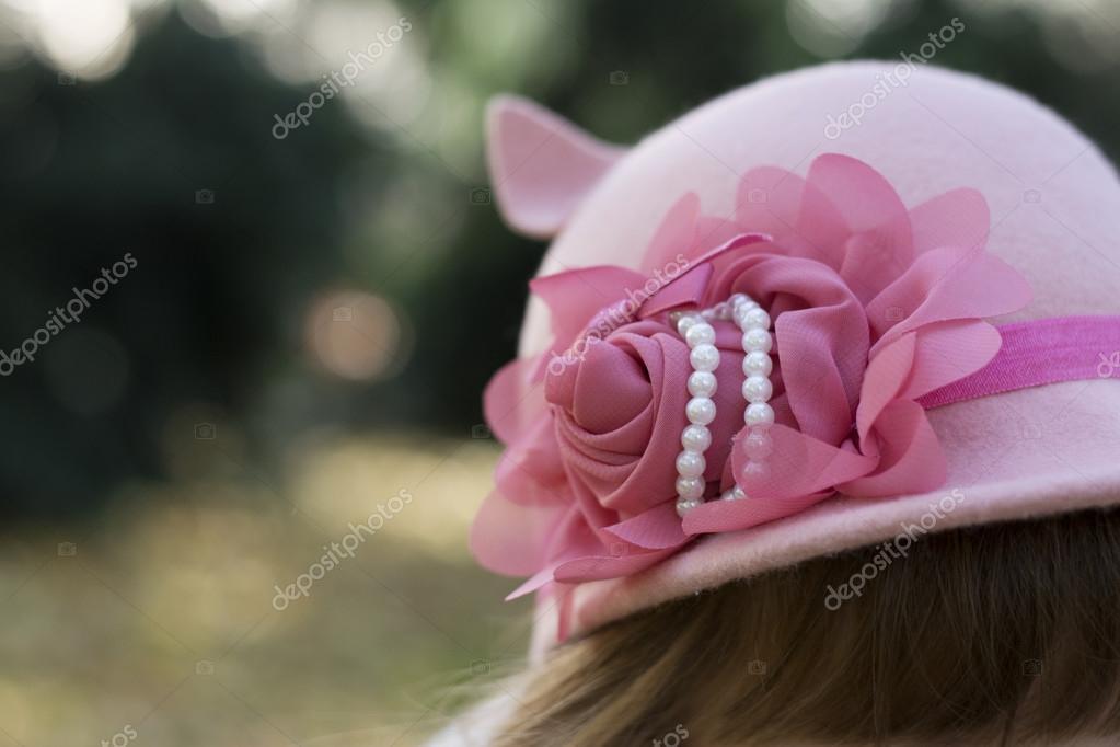 a047814baec Krásná růžová čelenka s vstal a perly na klobouk pro malé módní dívky —  Fotografie od NewNow