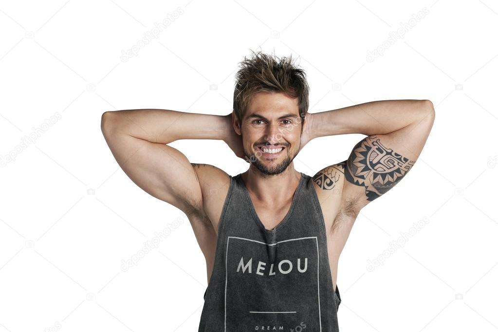 Hombre Joven Con Tatuaje En El Bicep Fotos De Stock Jandruk