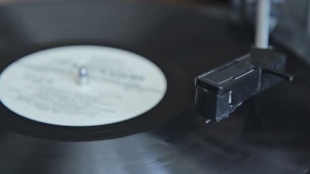 gramofon vinobraní