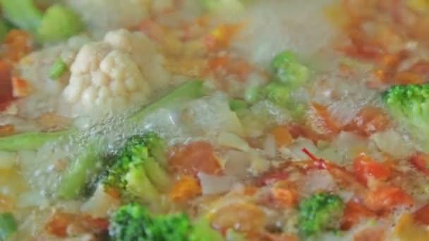 Dušení zeleniny wok