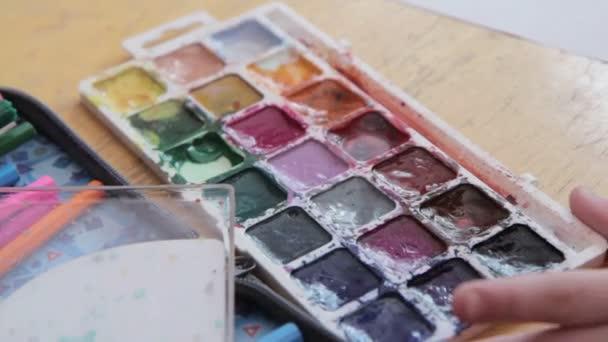 Malování box, akvarel barvy palety, štětec