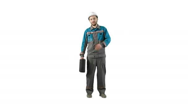 Stavební inženýr s tabletu a kreslení v rukou, muž chodí na kameru na bílém pozadí.