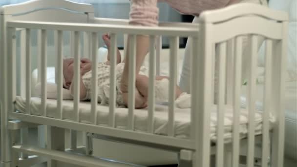 ospalé miminko v postýlce