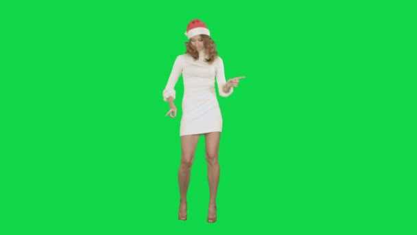 Weihnachten und Neujahr junge attraktive Frau tanzen auf einem Green-Screen-Chrom-Key