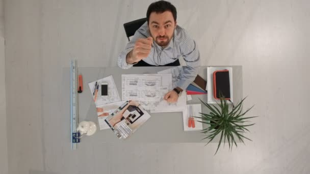 Pohled shora zdůraznil zaneprázdněný podnikatel přetížení