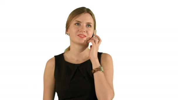 glückliche Frau telefoniert auf weißem Hintergrund isoliert