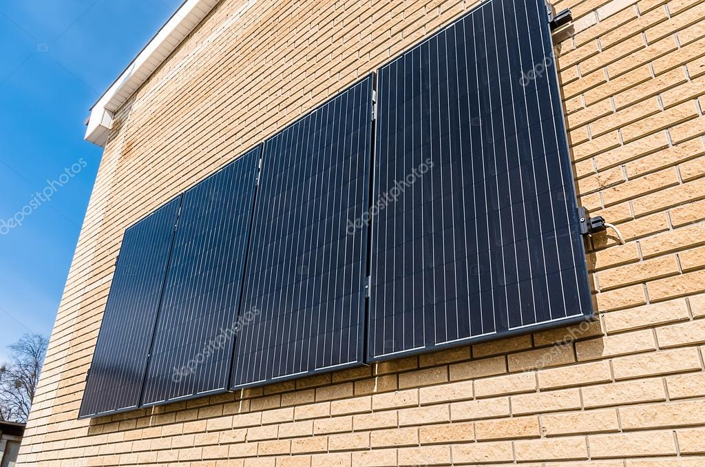 Pannelli solari sulla parete foto stock ramanauz for Pannelli solari immagini