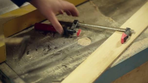 tesařské nástroje ruka