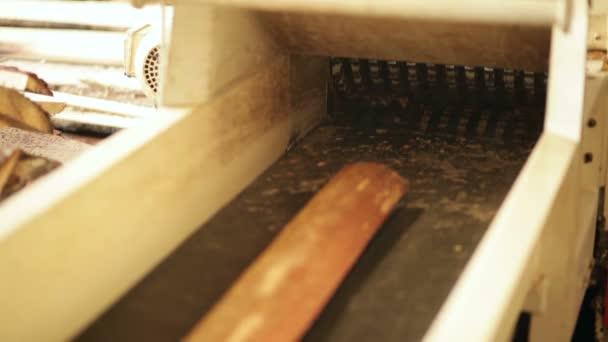 Gemeinsame Holz Schredder-Maschine — Stockvideo © lobodaphoto #101952818 @AZ_94