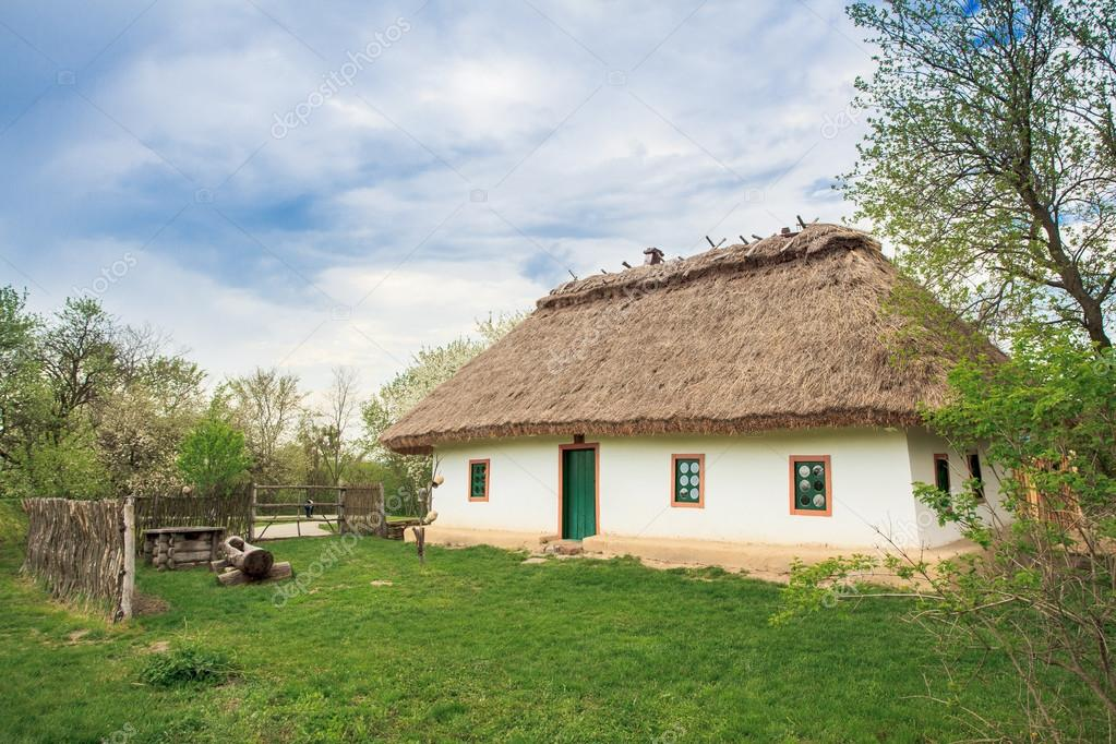 Chwalebne Dom Ukraina XIX w. — Zdjęcie stockowe © lobodaphoto #72696561 VH95