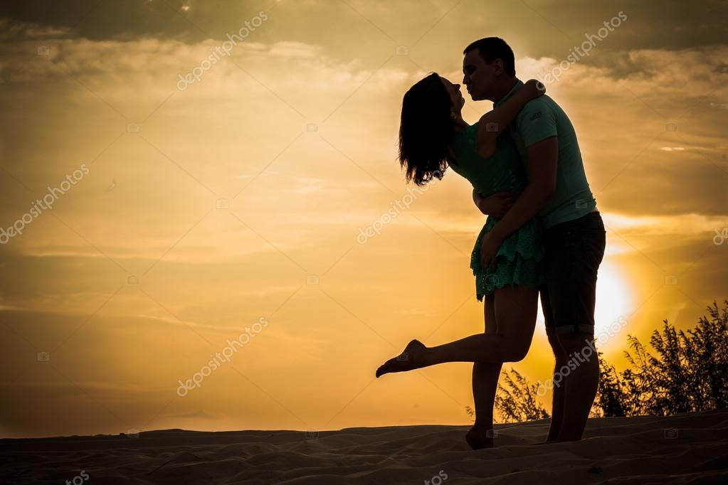 couple silhouette, hugging
