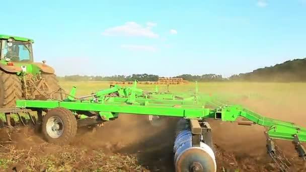 Příprava pole traktoru