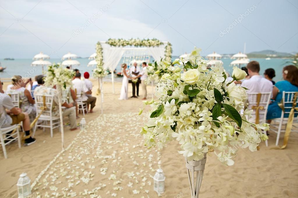 Matrimonio Spiaggia Decorazioni : Flou della decorazione fiore bello in spiaggia matrimonio c u foto