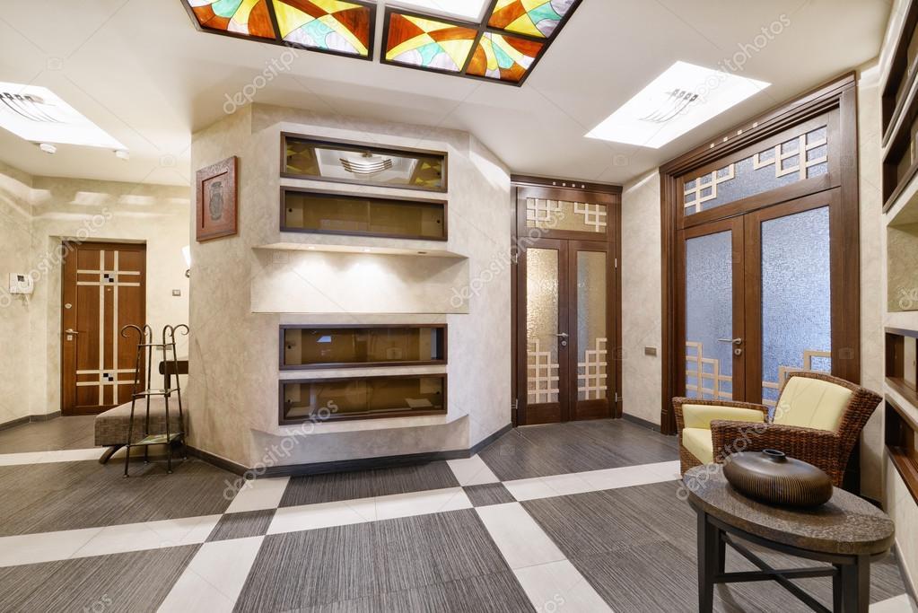 Il design degli interni della lobby in una casa di for Piani di casa di lusso unici