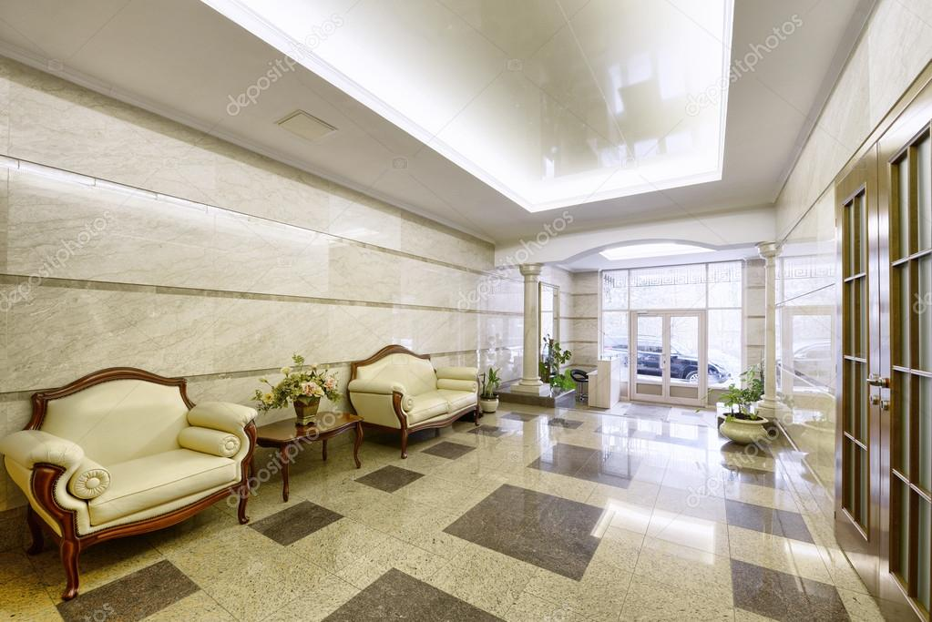 Case Di Campagna Interni : Il design degli interni della lobby in una casa di campagna di lusso