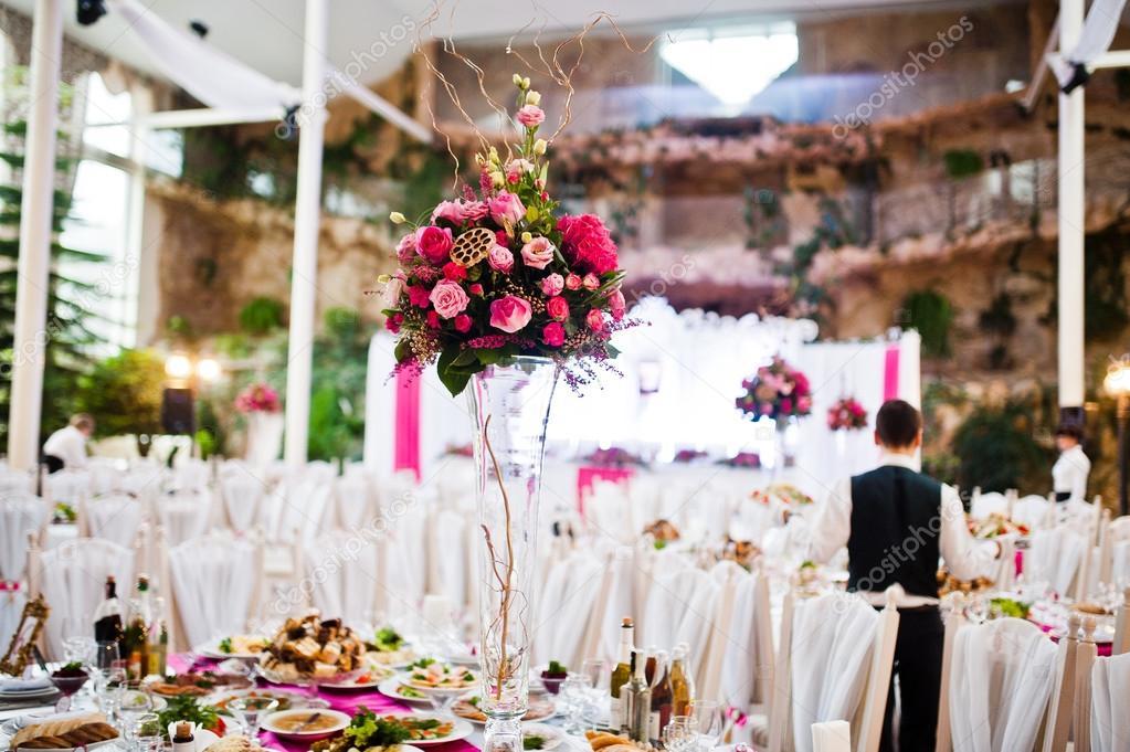 Vase Mit Blumen Am Tisch Von Quests Auf Hochzeit Restaurant
