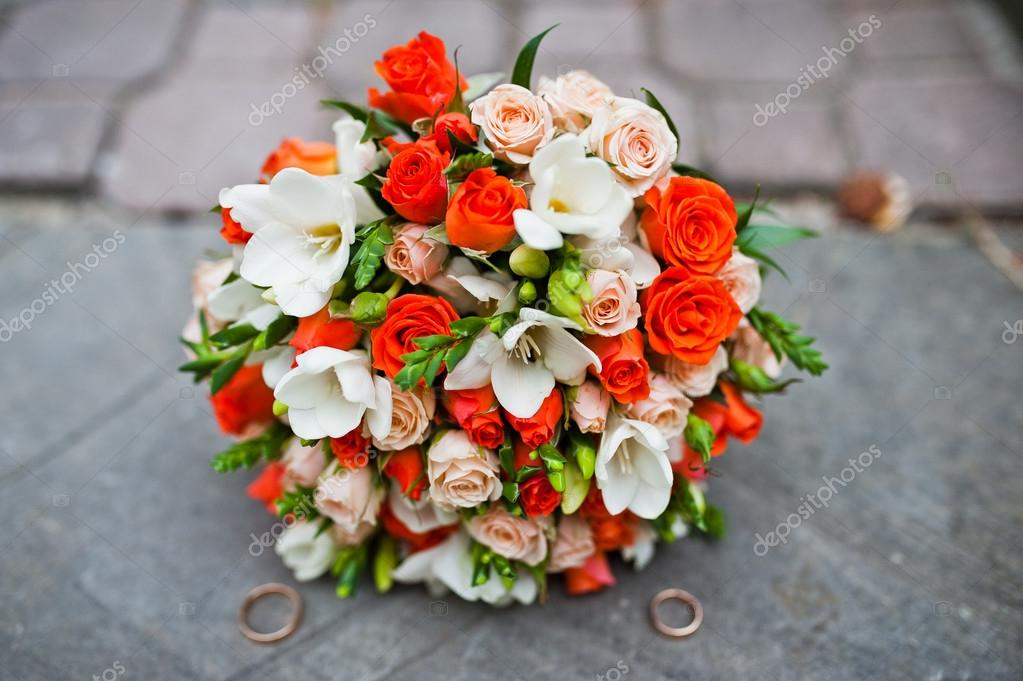 Bouquet Sposa Arancio.Orange Roses Bouquet Wedding Wedding Bouquet Of White And Orange