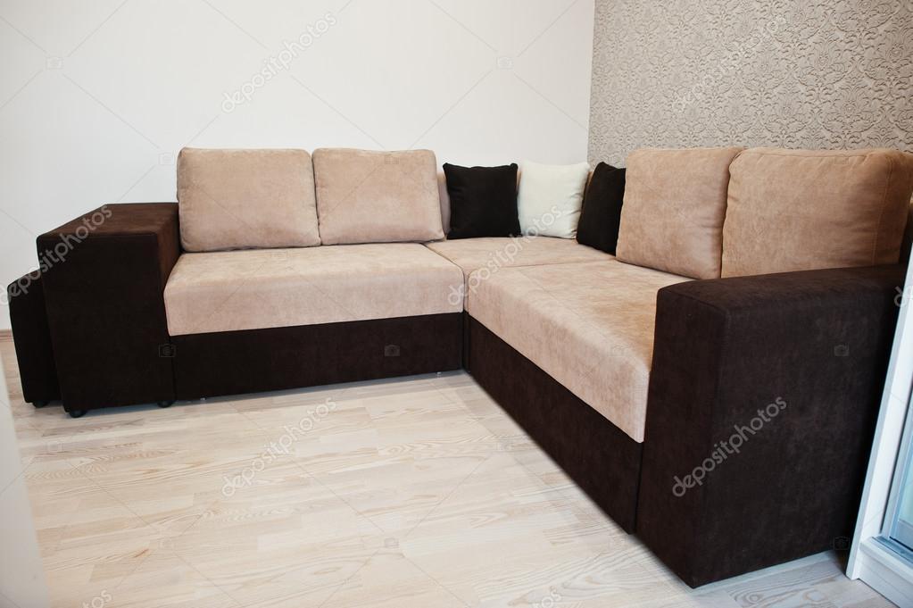 Caf bicolor esquina sof cama en la sala de luz foto de stock asphoto777 117892890 - Sofa cama esquina ...