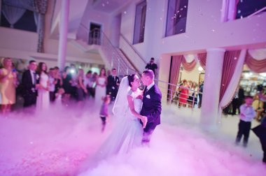 Awesome first wedding dance with lights, confetti and smoke