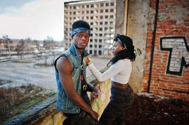 Couple of hip-hop afroamerican on undergraund