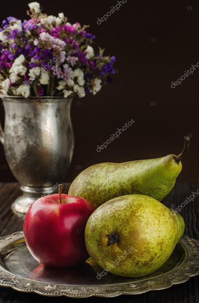 Wspaniały Gruszki martwa natura, kwiaty i jabłko na płytce rocznika GU38