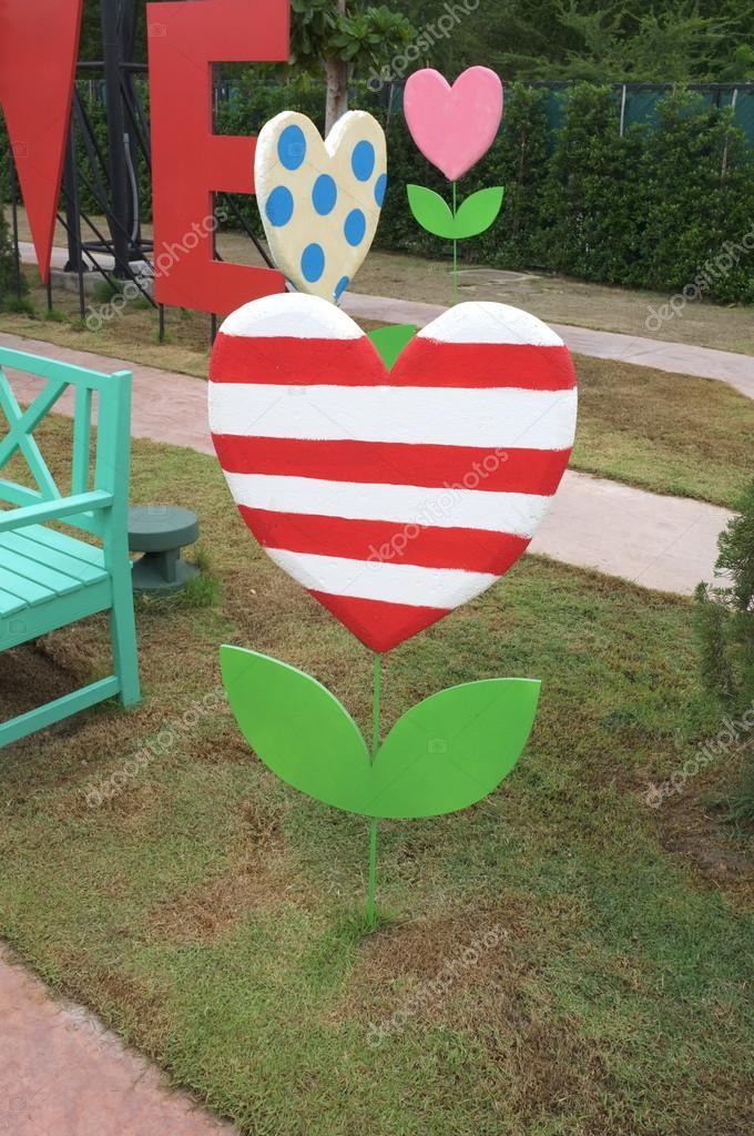 Dekoration banner i form av hjärta träd u2014 Stockfoto #81031782 u2014 Depositphotos