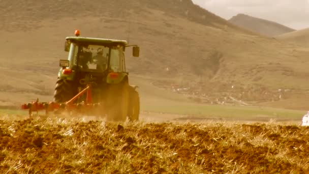 orné pole traktoru