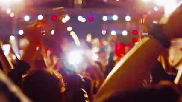 Tömeg tánc koncert