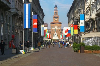 Via Dante and the Castle, Milan