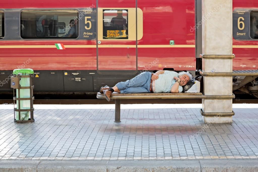 участия соревнованиях фото как люди спят на вокзале вами