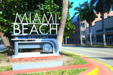 Metal welcome to Miami Beach sign
