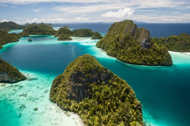 Vista of Remote Tropical Lagoon