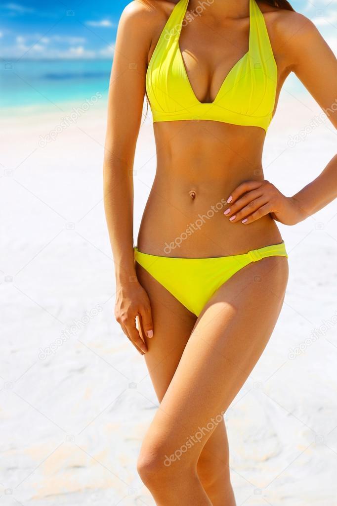 gran selección de 85cb1 7f5c2 Mujer traje de baño amarillo | Cuerpo de la mujer sol en ...