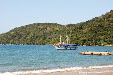 Ilha Grande: Sailboat at beach Praia Lopes mendes, Rio de Janeiro state, Brazil