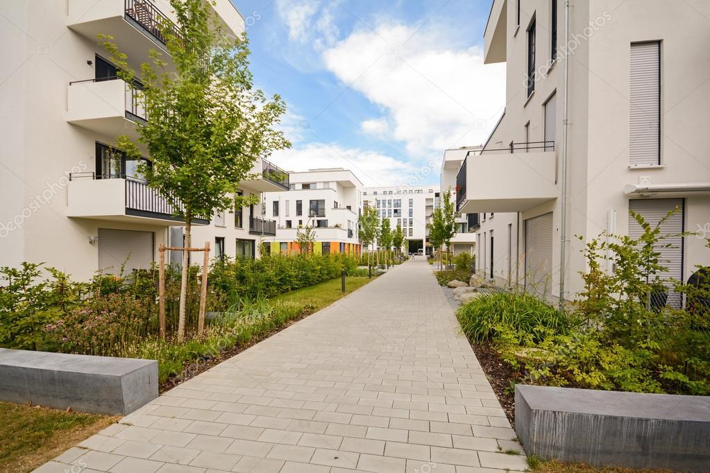Moderni edifici residenziali con servizi esterni facciate for 5000 piani moderni di case