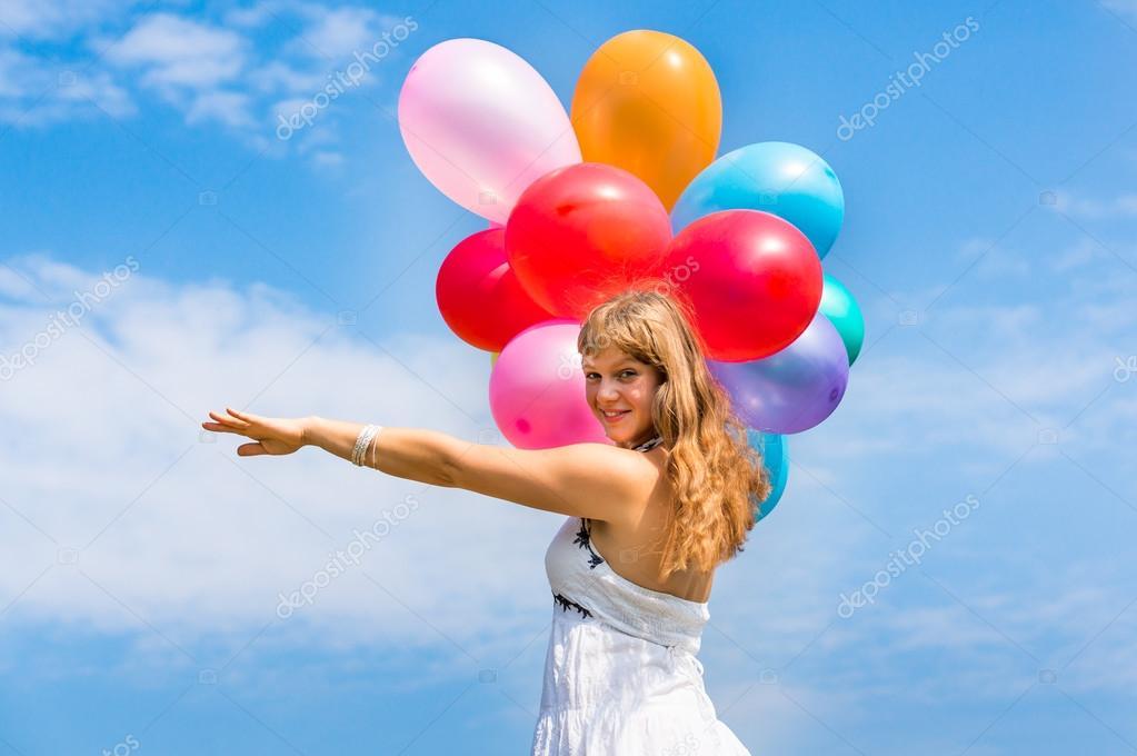 Gelukkig Jongedame Viert Verjaardag Met Ballonnen Stockfoto