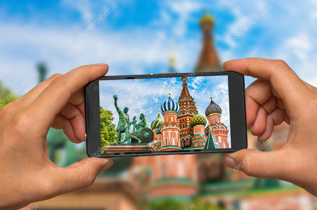 Taking photo of St. Basils cathedral in Moscow with cell phone