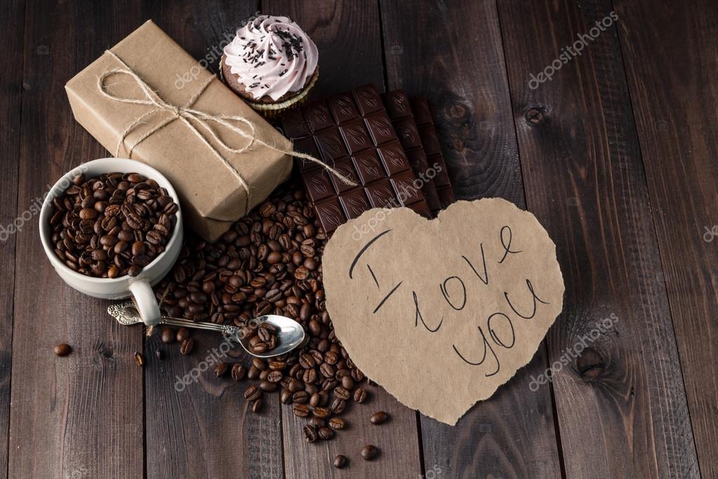 Messaggio di amore sul tavolo con chicchi di caff tostato foto stock andreycherkasov 104736576 - Fare sesso sul letto ...