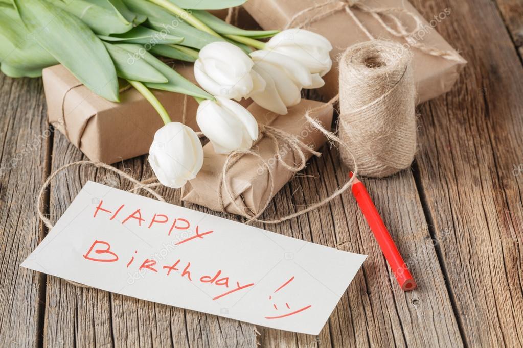 boldog születésnapot üzenet Boldog születésnapot üzerusztikus asztal virágok, virágok  boldog születésnapot üzenet