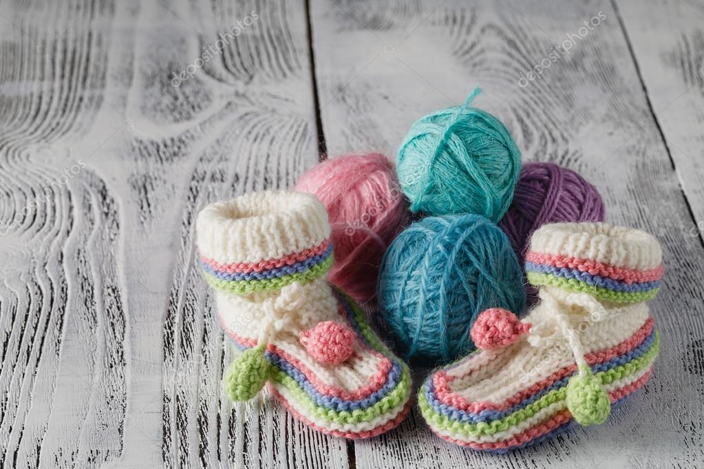 häkeln Baby booties — Stockfoto © AndreyCherkasov #123642458
