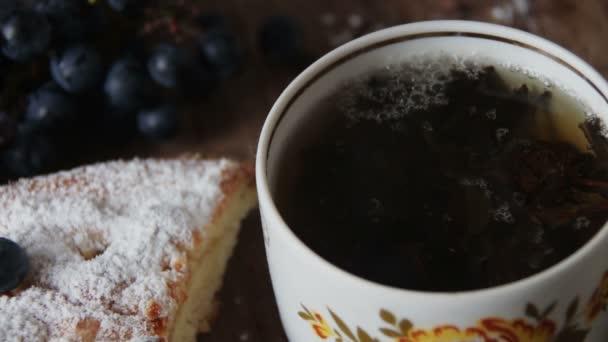 csésze forró fekete leveles tea